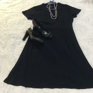 Perfect Black Dress for travel!